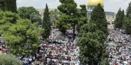 """الآلاف يؤدون """"الجمعة"""" في """"الأقصى"""" والمفتي يؤكد أن الأذان سيبقى يصدح في سماء القدس"""