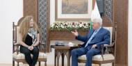 السيد الرئيس محمود عباس يستقبل الأسيرة المحررة عهد التميمي