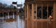 """فيضانات واضطرابات في حركة النقل في بريطانيا جراء العاصفة """"دينيس"""""""