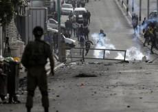 5 إصابات بالرصاص وحالات اختناق خلال قمع الاحتلال مسيرة