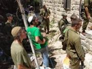 الخليل: مستوطنون يهاجمون مركز 'الصمود والتحدي' في تل الرميدة.