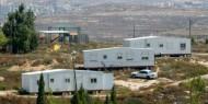 مستوطنون يضعون منزلا متنقلا في أراضي قريوت